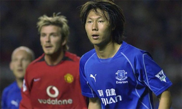Li Tie playing for Everton