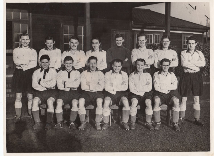 The Everton team in change shirts in the late 1940s