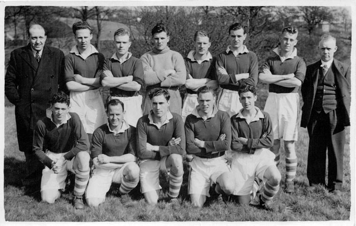 Everton youth team in the Peak District c 1946.jpg