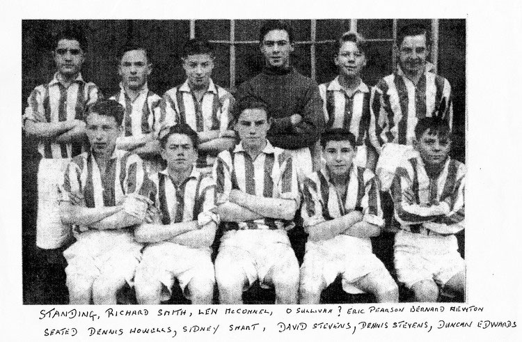 Dudley Town FC 1948 featuring Dennis Stevens and Duncan Edwards