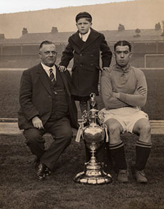 Tom McIntosh with his son Peter and Bill Dean in 1932
