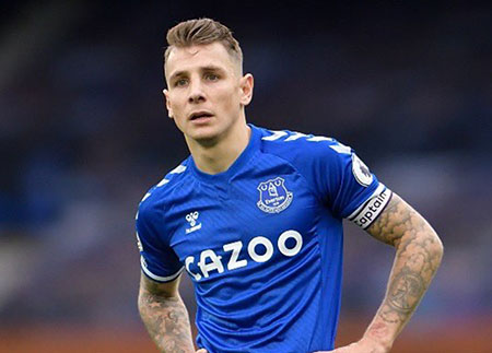 Digne commits to new long-term deal